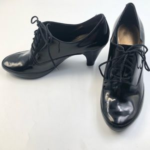 NINE WEST Lace-Up Oxford Shoe